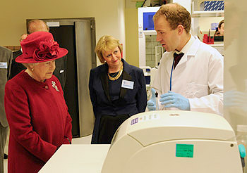 The queen opening SITraN, the Sheffield Institute for Translational Neuroscience