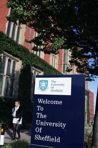 "A sign which says ""Welcome to the University of Sheffield"""