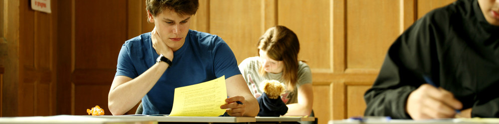 What are the entry requirements to get into a psychology degree course?