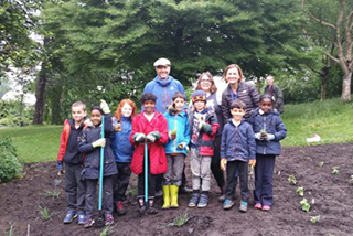 Sheffield children help to plant the UK's first air pollution garden