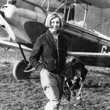 Amy Johnson with her plane. Credit: Hull Daily Mail