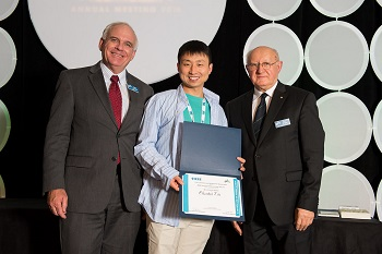 A picture of Chaohui Liu receiving his award from IAS President David Durocher, and Peter Magyar