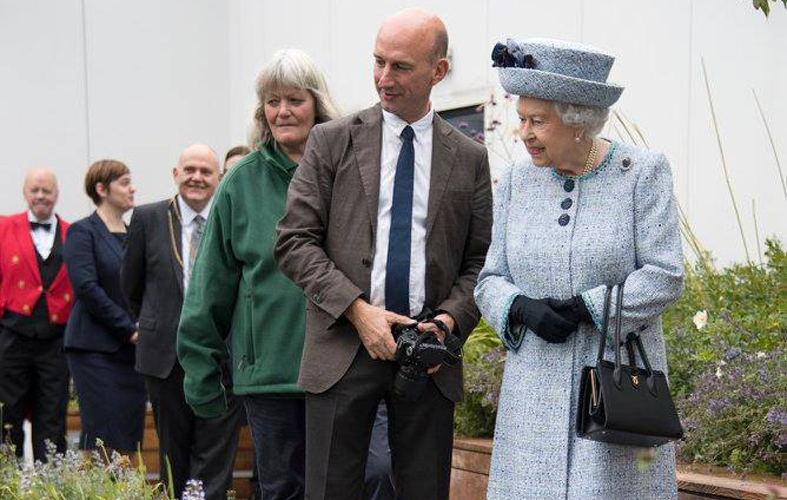The Queen opens therapeutic roof garden