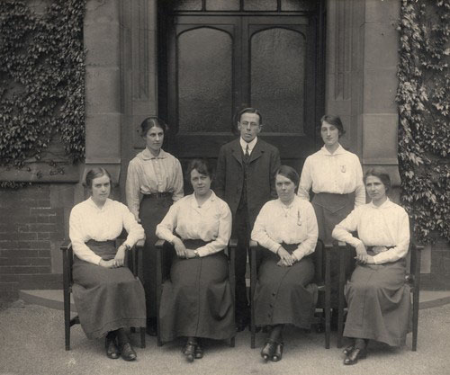 Professor Wynne and the female chemistry team