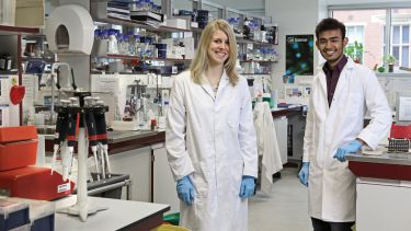 Biomedical Science postgraduates in lab: Caroline Telfer and Chandresh Jain