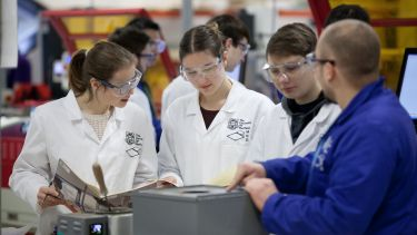 An image of a group of students working in the Diamond lab