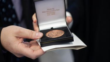 Mappin medal prize