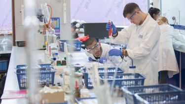 Students preparing aspirin at a Chemistry taster day.