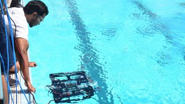 AVALON ROV, working with the device submerged in a pool