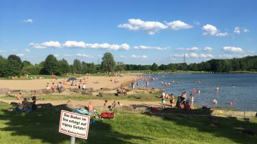 People relaxing on Bochum lake
