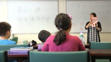 Teaching Chinese to students