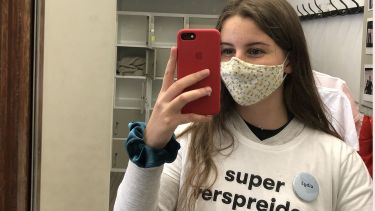 Lydia cope takes selfie with facemask