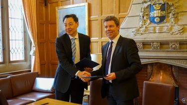 Professor Wang Zhenlin, Vice-President of Nanjing University, with Professor Koen Lamberts, President and Vice-Chancellor of the University of Sheffield.